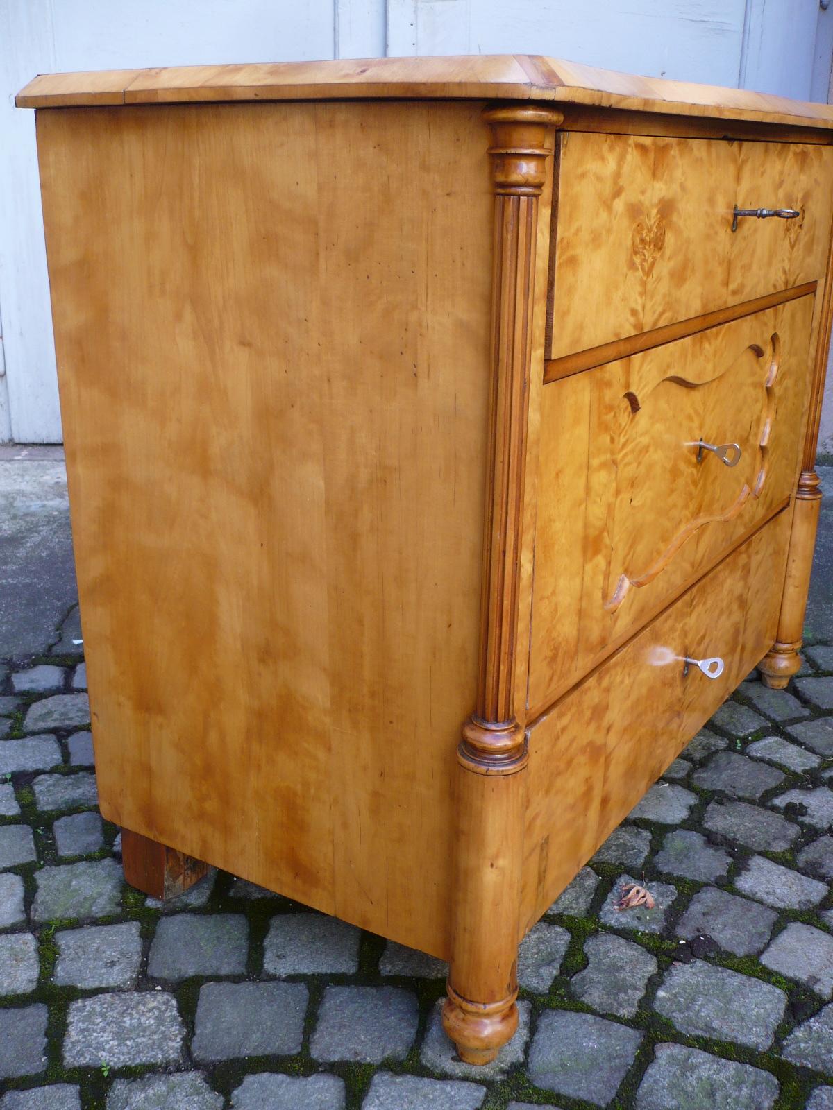 kleine biedermeier kommode kunsthandel schl tzer. Black Bedroom Furniture Sets. Home Design Ideas